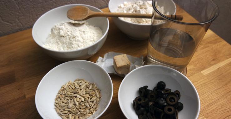 Brot selber backen - mediterranes Brot mit Oliven
