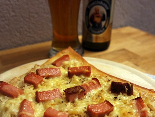 Bayerische Sauerkraut-Pizza mit Leberkäse