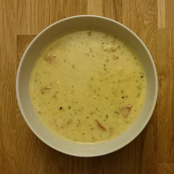 Cremige Kartoffel-Mais-Suppe mit Paprika
