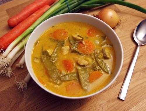 Currysuppe mit Hähnchen & Gemüse