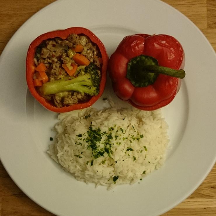 Gefüllte Paprika mit Hackfleisch und Gemüse