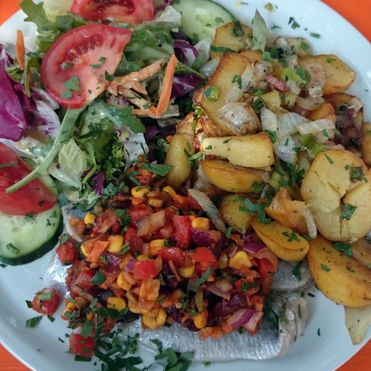 Feldstern Hamburg: Matjes Mexicana mit Bratkartoffeln