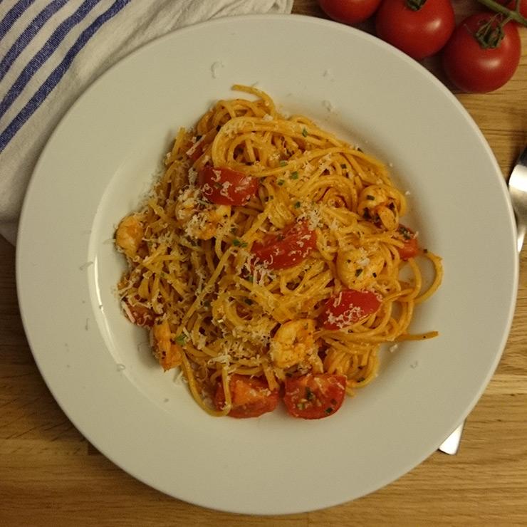 Feurige Spaghetti mit Garnelen und Tomaten
