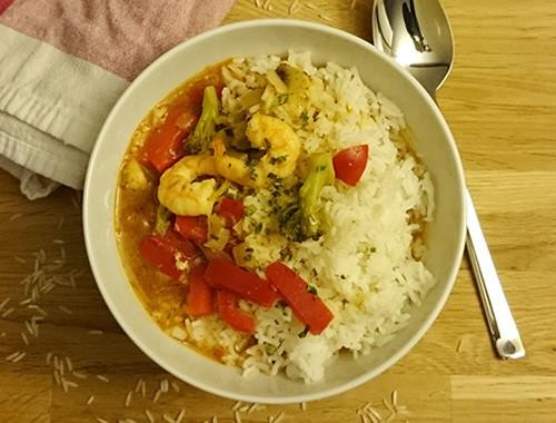Gesunde Gemüsepfanne mit Reis & Garnelen