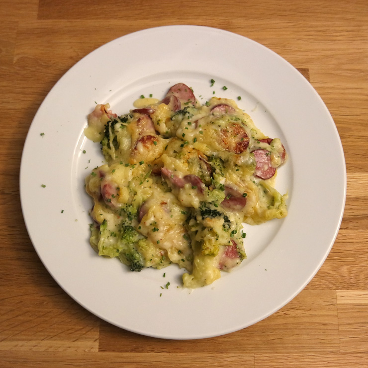 Kartoffelpüree-Auflauf mit Cabanossi und Brokkoli