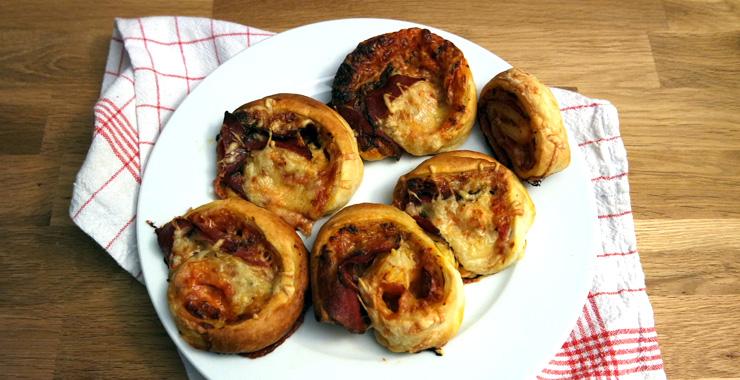 Leckere Pizzaschnecken aus Blätterteig mit Chorizo-Champignons-Füllung