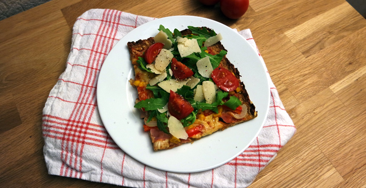 Low Carb: Pizza mit Thunfischboden