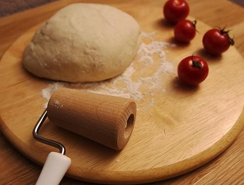 Pizzateig selber machen - super einfaches Rezept