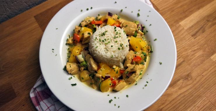 Schnell & fruchtig: Hähnchen-Curry mit Reis