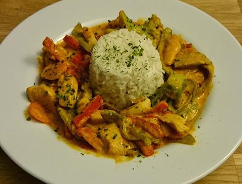 thai-curry-mit-gemuese-und-haehnchen-1