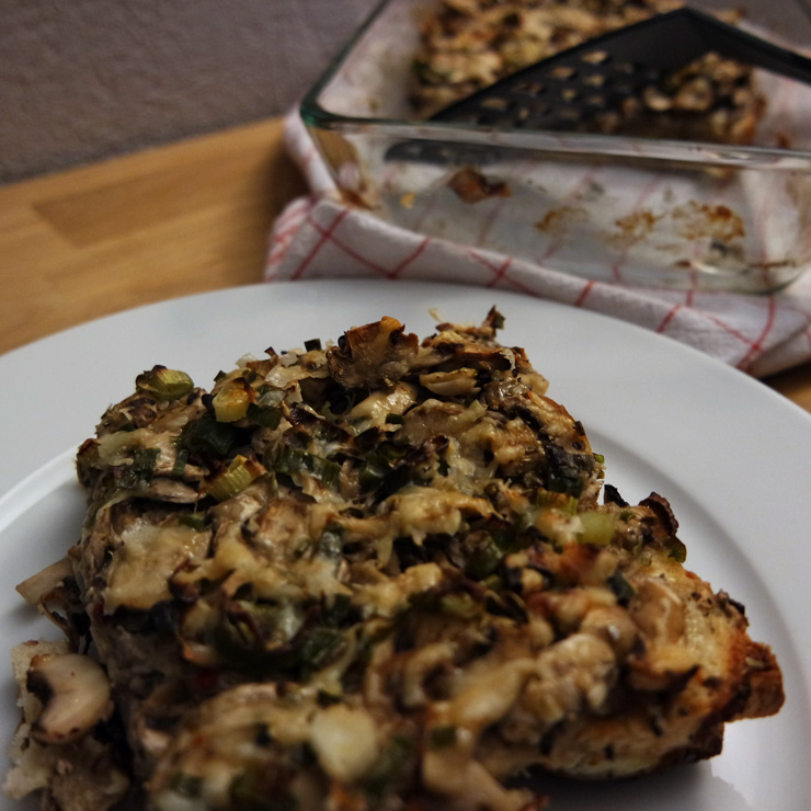 Vegetarischer Toast-Champignon-Auflauf